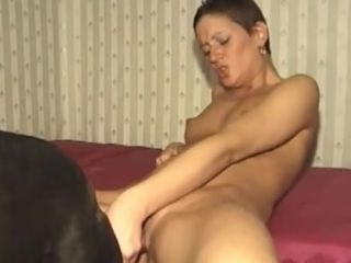 Short-haired lady allows hound to penetrate pussy
